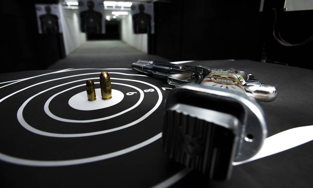 A portaria também acrescentou vária categorias profissionais à lista dos que podem comprar até 600 munições por ano Foto: Bruno Kaiuca / Agência O Globo