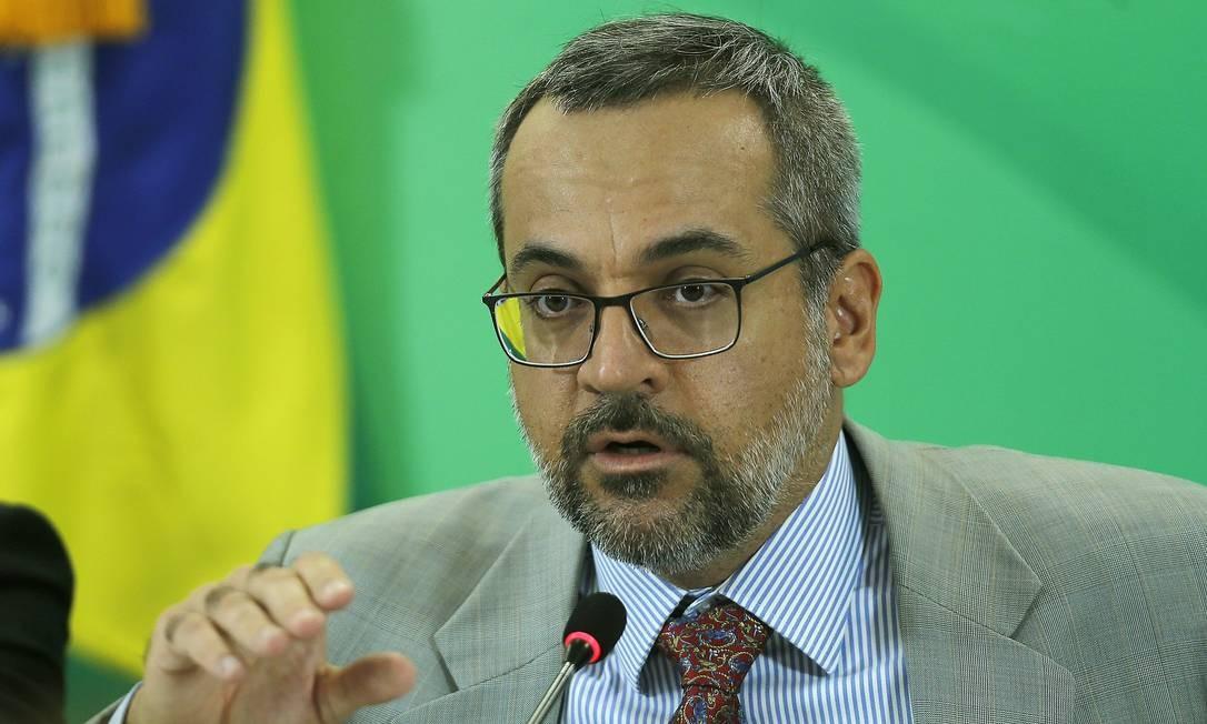 O MPF pediu esclarecimentos ao ministro da Educação, Abraham Weintraub Foto: Jorge William / Agência O Globo