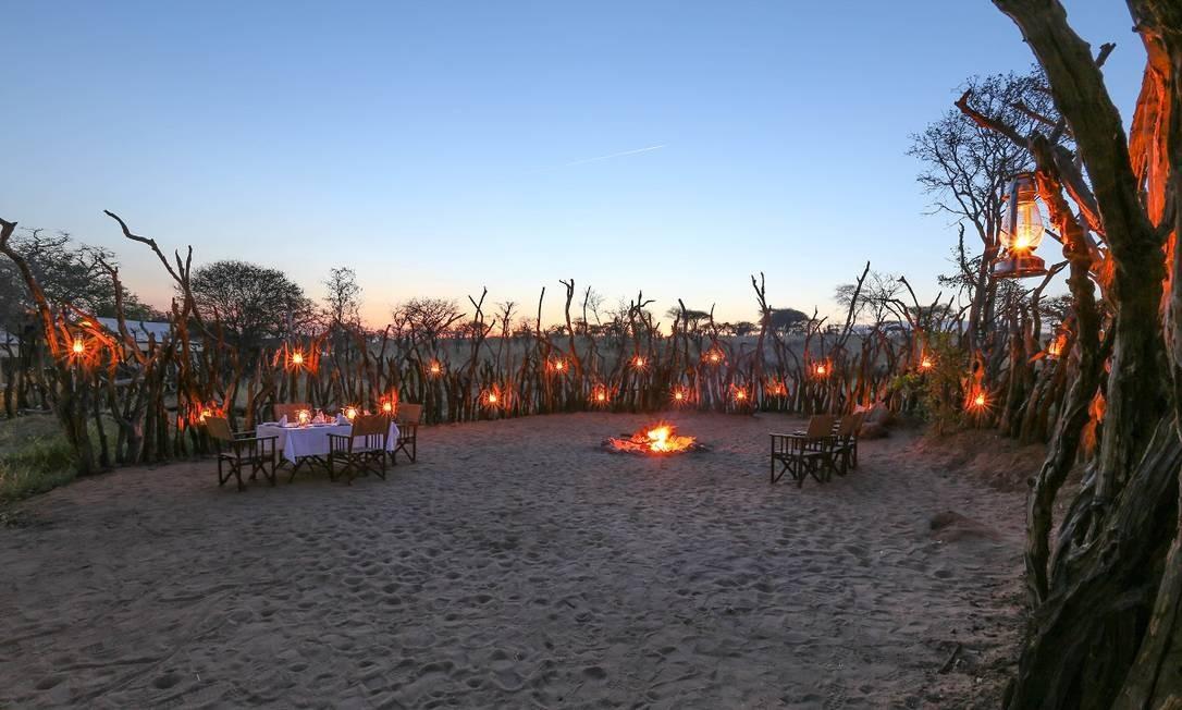 """O jantar também pode ser servido """"à luz de tochas"""" e ao ar livre Foto: Divulgação"""