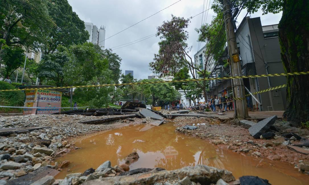 DEPOIS: Rua Marília Dirceu, no entorno da Praça Luiz Alves, em Lourdes, Belo Horizonte Foto: O Tempo / Agência O Globo