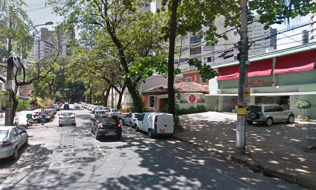 ANTES: Rua Bárbara Heliodora, em Lourdes, Belo Horizonte Foto: Reprodução / Google Street View