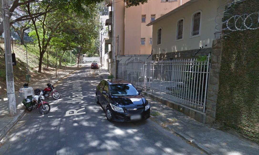 ANTES: Rua João Junqueira, no bairro Santo Antônio, em Belo Horizonte Foto: Reprodução / Google Street View
