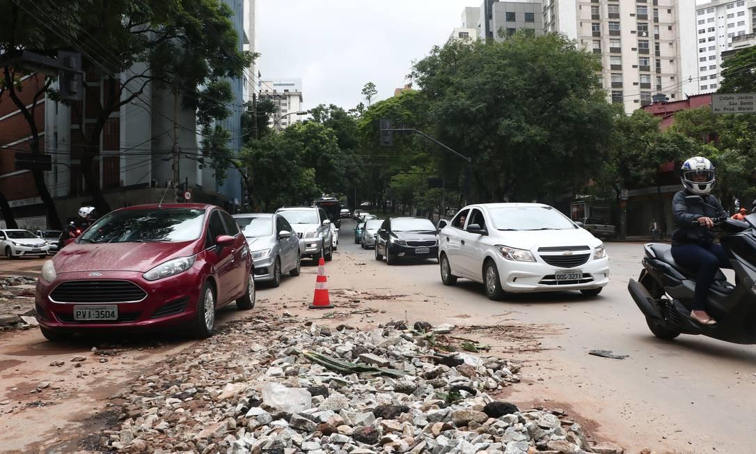 DEPOIS: cruzamento da Avenida Álvares Cabral com Rua São Paulo, em Lourdes Foto: Doug Patrício / Agência O Globo