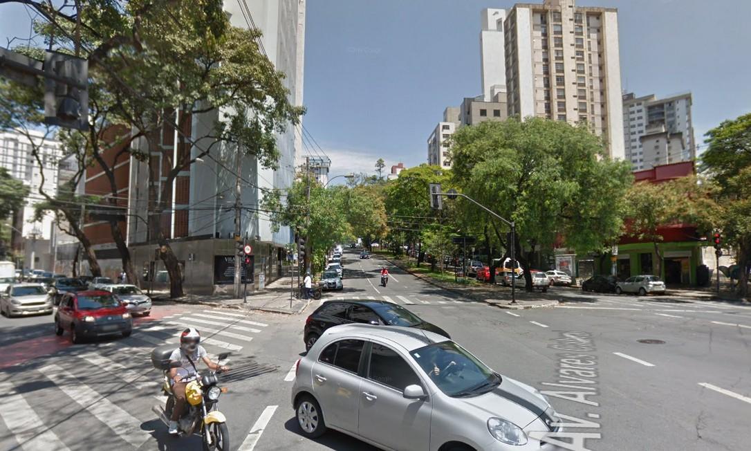 ANTES: cruzamento da Avenida Álvares Cabral com Rua São Paulo, em Lourdes Foto: Reprodução / Google Street View