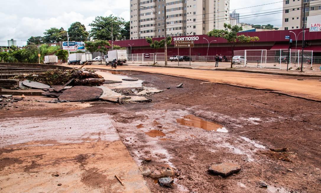DEPOIS: Avenida Tereza Cristina na altura do mercado Super Nosso, no bairro Salgado Filho Foto: Dudu Macedo / Agência O Globo
