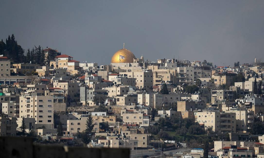 Mesquita de Al-Aqsa vista da vila palestina de Abu Dis, local apontado como a futura capital de um Estado palestino pelo plano de paz proposto pelos EUA na terça-feira Foto: EMMANUEL DUNAND / AFP