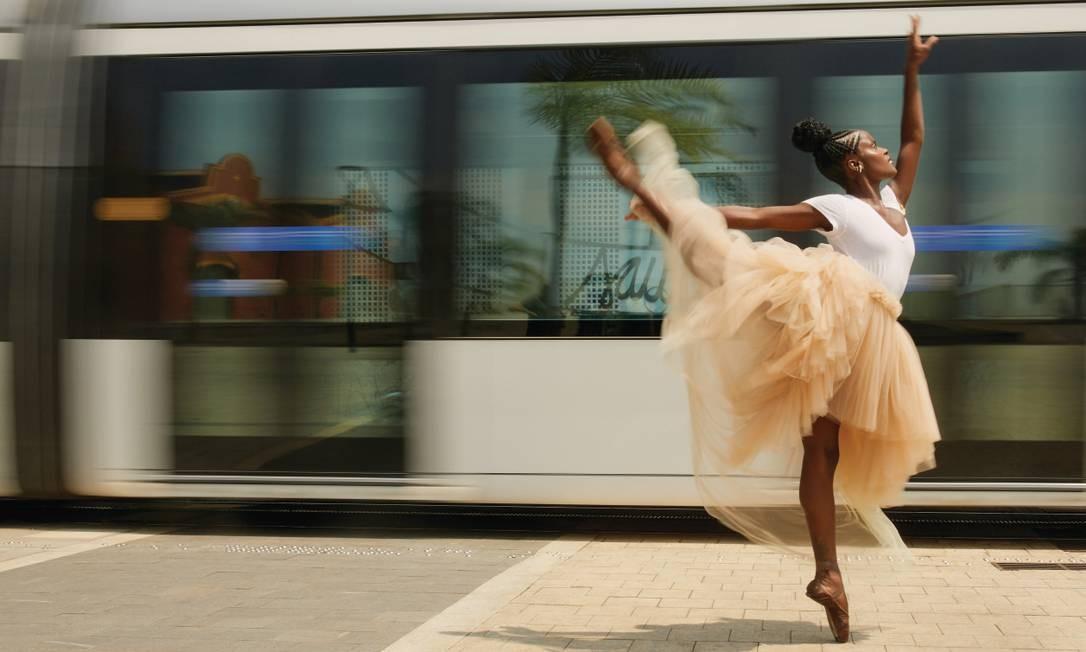 A bailarina Ingrid Silva dança na Zona Portuária em um ensaio para a Revista Ela Foto: Pedro Henrique