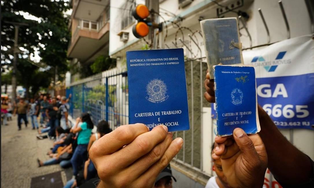 Fila de emprego no Maracanã, zona Norte do Rio Foto: Pablo Jacob/Agência O Globo