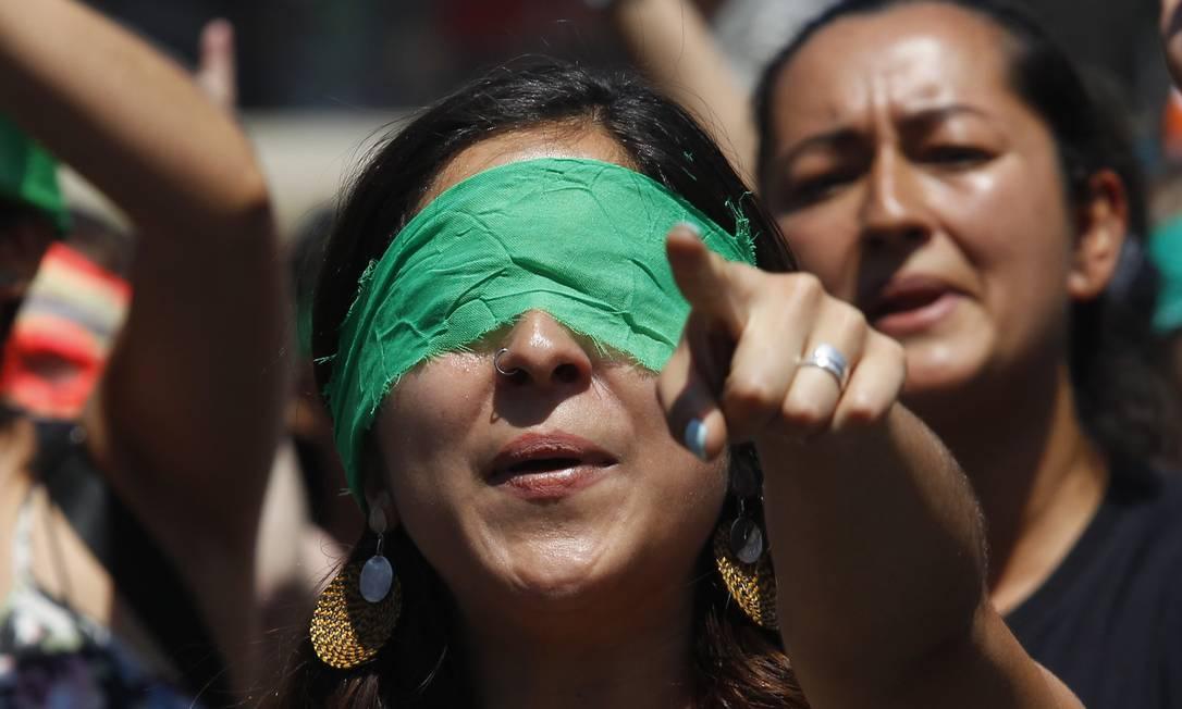 O coletivo LasTesis em uma intervenção no Chile. Foto: Marcelo Hernandez / Getty Images