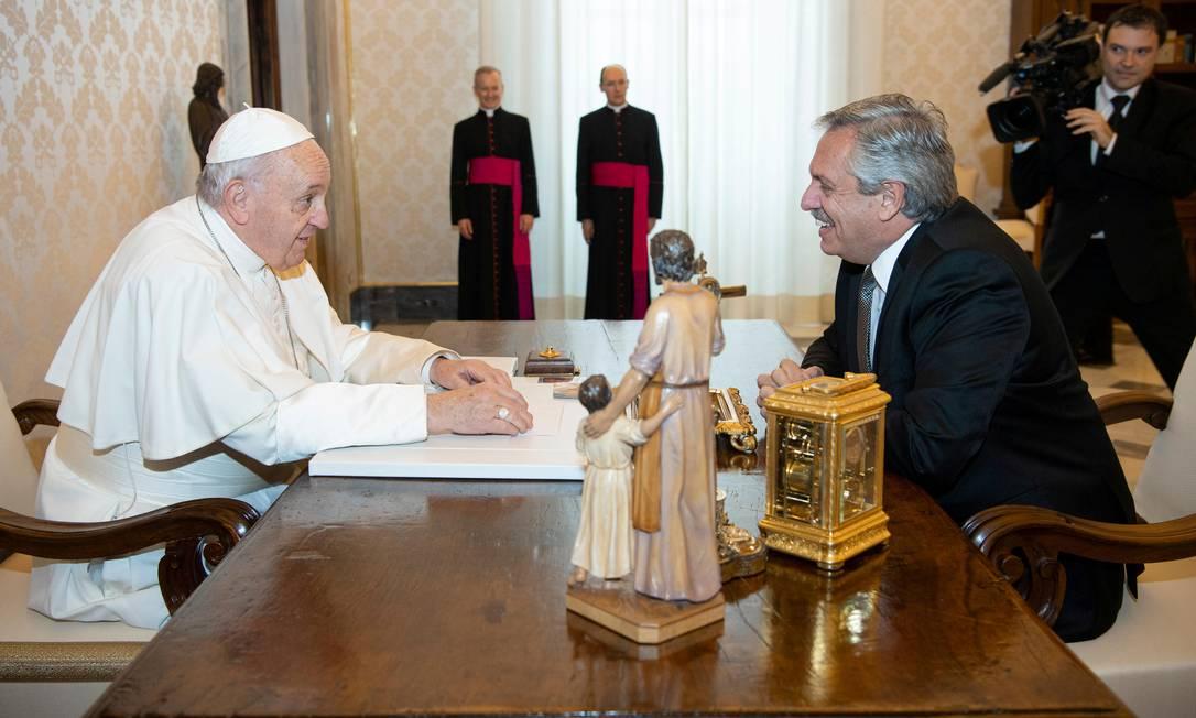Encontro entre o Papa Francisco e o presidente da Argentina, Alberto Fernández, no Vaticano. Foto: VATICAN MEDIA / REUTERS