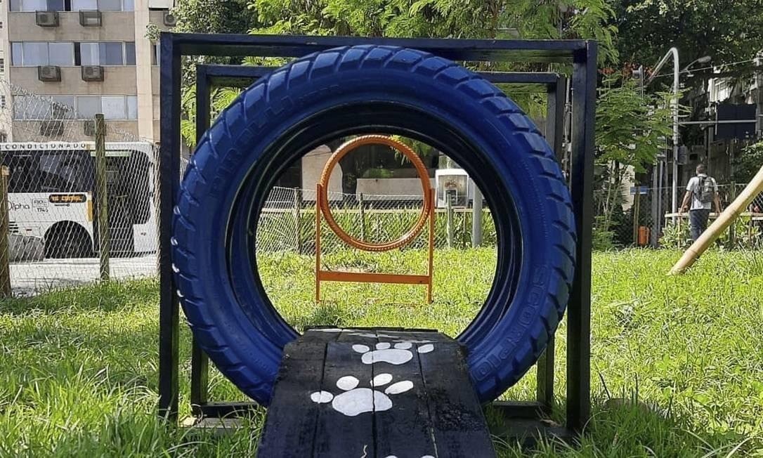 Sustentável. Pneus e pallets reutilizados compõem os equipamentos Foto: Divulgação/comlurb