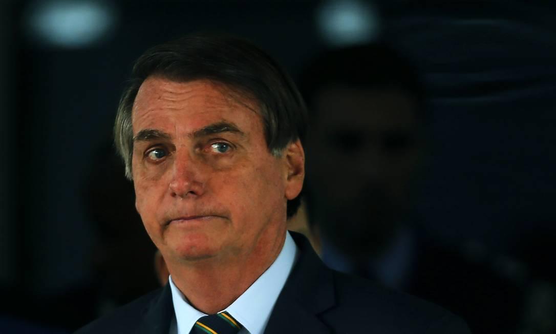 Bolsonaro disse que precisa conversar com os presidentes da Câmara e do Senado antes de tomar uma decisão Foto: Jorge William / Agência O Globo