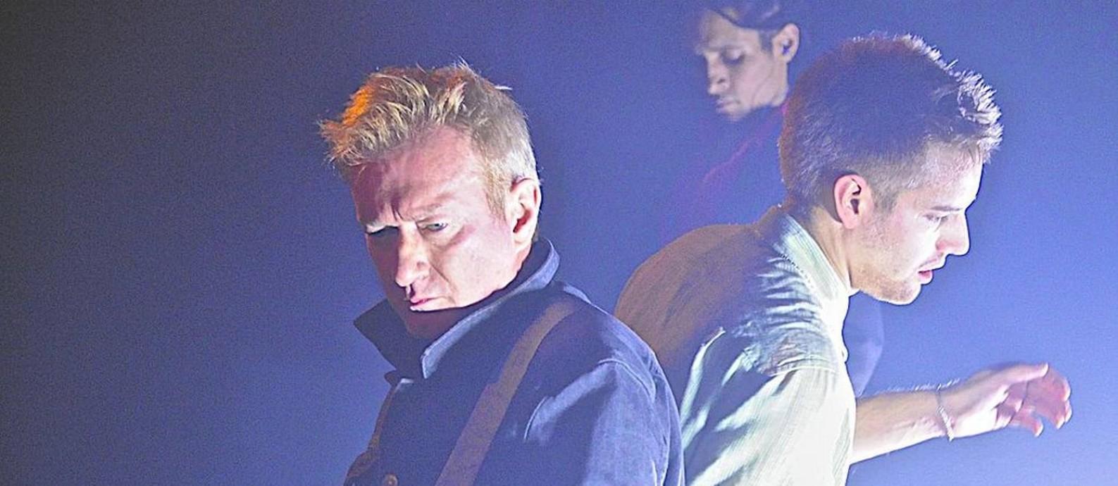 Andy Gill (à esquerda), e, 2014, com o Gang of Four Foto: Reprodução da Wikipedia