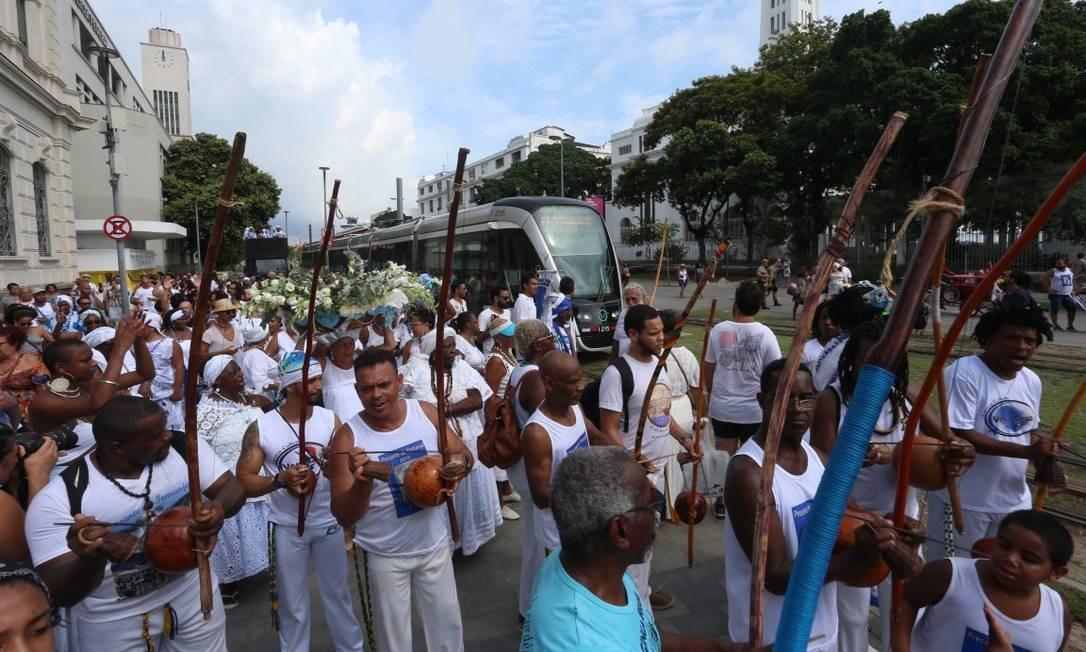 Dia de Iemanjá: evento começou às 7h e saiu da sede do grupo, na rua Camarino Foto: Fabiano Rocha