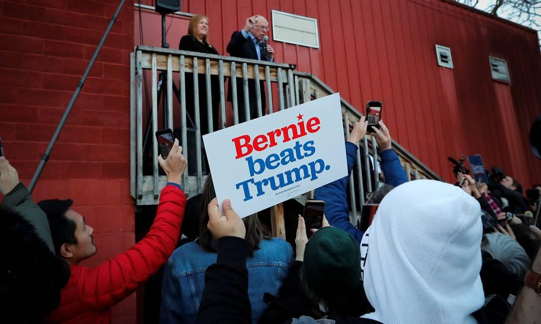Pré-candidato democrata à presidência, Bernie Sanders fala com apoiadores em Des Moines, em Iowa Foto: MIKE SEGAR / REUTERS