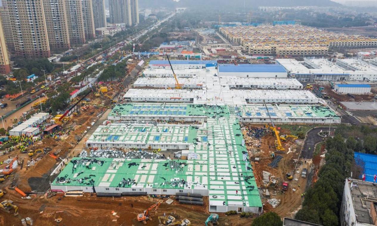 Cem tratores e 4 mil operários trabalharam na obra, que teve início no dia 23 de janeiro Foto: CHINA DAILY / REUTERS