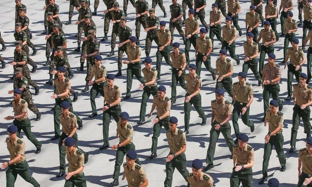 Exército tenta lidar com a pandemia Foto: Marcelo Regua/Agência O Globo