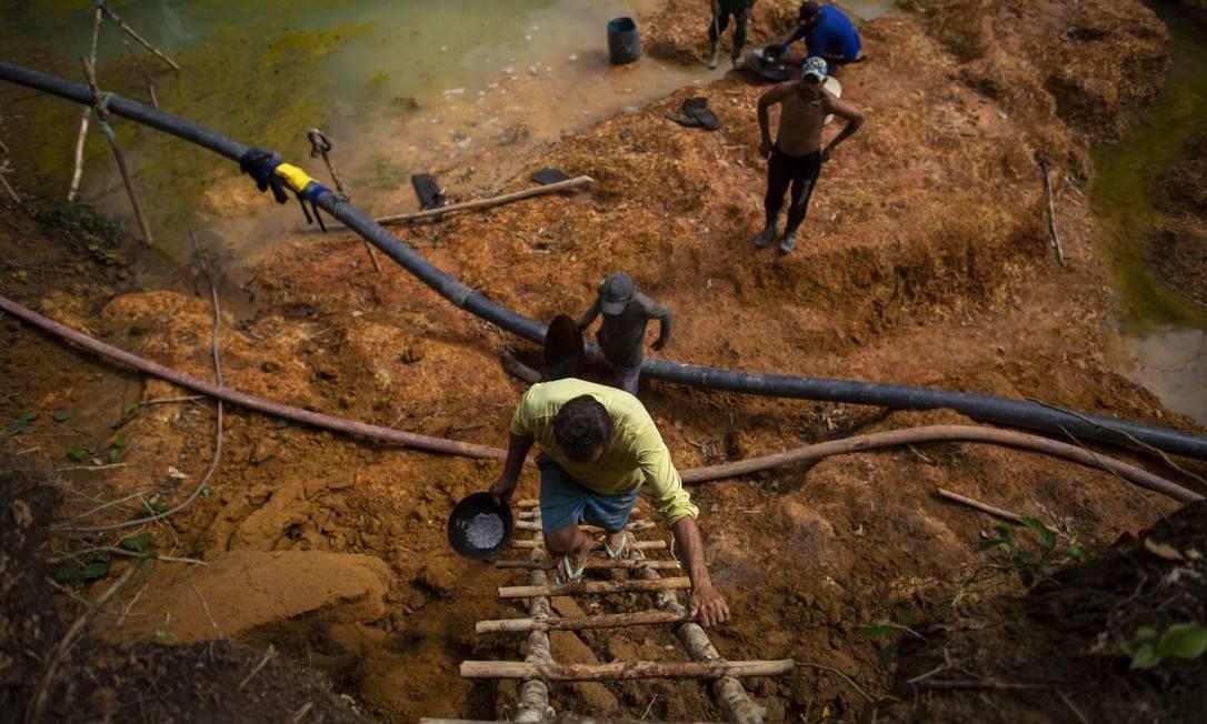 Garimpeiros em ação em área da reserva ianomâmi, entre Amazonas e Roraima. 01-08-2019 Foto: Daniel Marenco / Agência O Globo