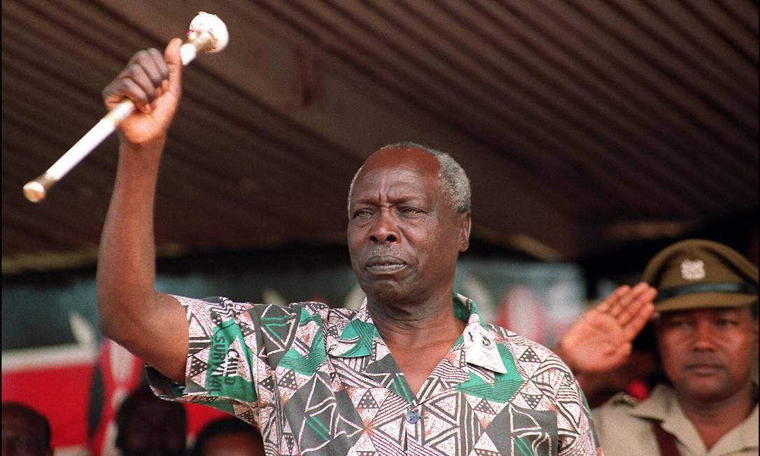 Daniel arap Moi, então presidente do Quênia, faz discurso a integrantes de seu partido em dezembro de 1992. Ele morreu aos 95 anos Foto: ALEXANDER JOE / AFP