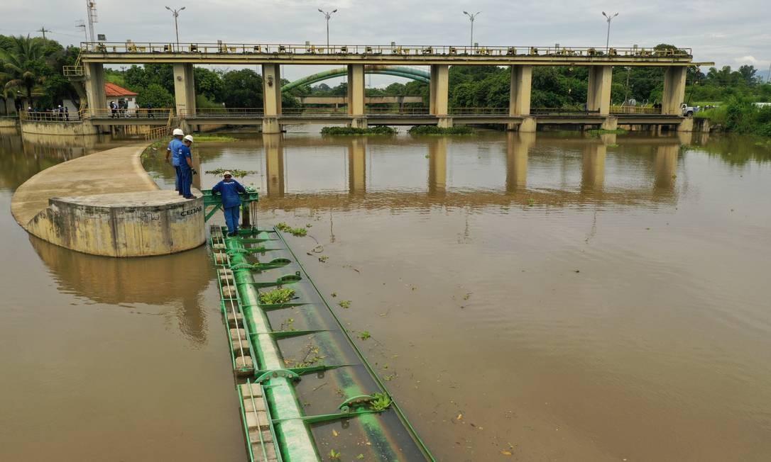 Captação de água do Guandu no Rio Botas Foto: Pablo Jacob / Agência O Globo