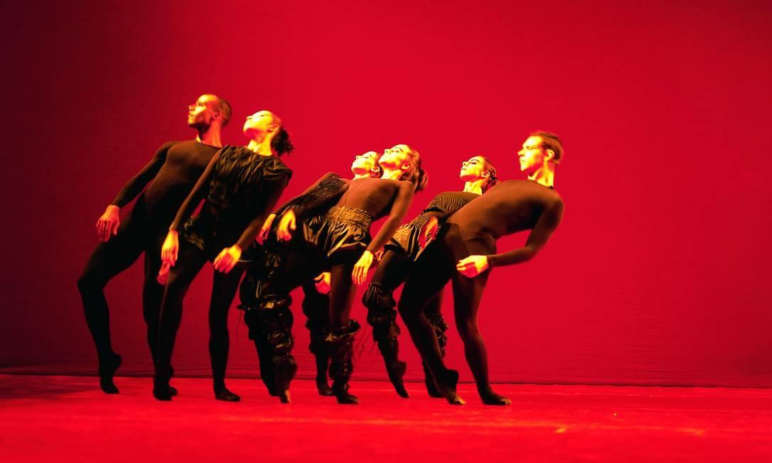Espetáculo 'O Corpo', que será remontado na turnê da companhia mineira Foto: José Luiz Pederneiras/Divulgação