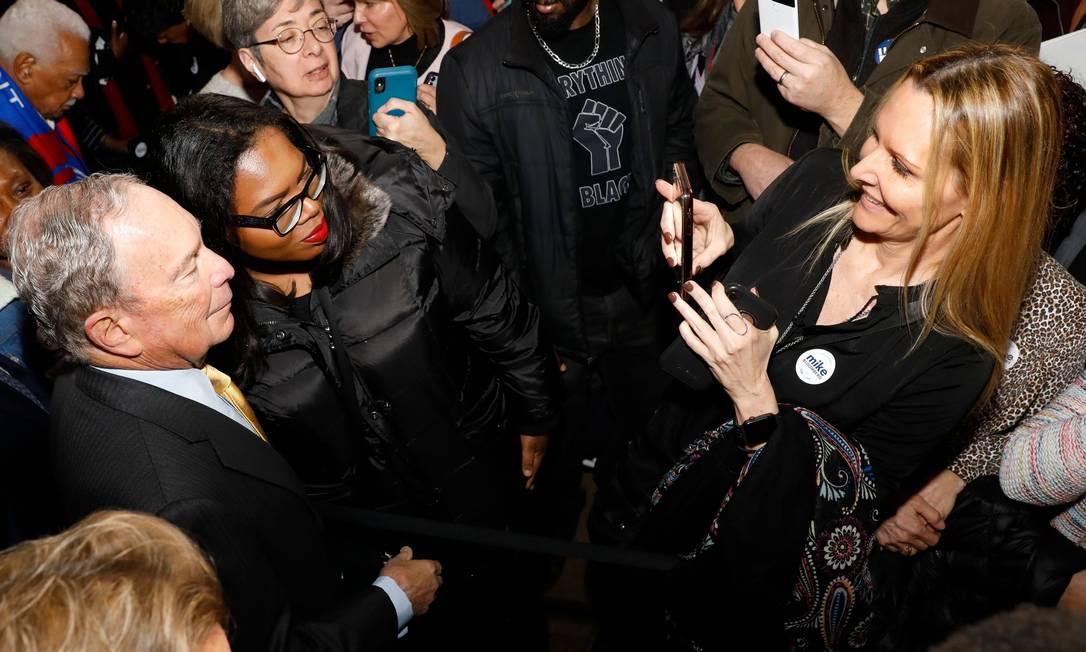 O ex-prefeito de Nova York Michael Bloomberg, que não participou do caucus de Iowa, faz campanha em Michigan Foto: JEFF KOWALSKY / AFP