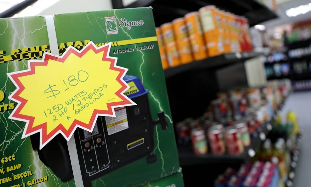 O preço de um gerador de energia é visto em dólares americanos em um 'bodegon' em Caracas, Venezuela, 12 de dezembro de 2019 Foto: Manaure Quintero / REUTERS