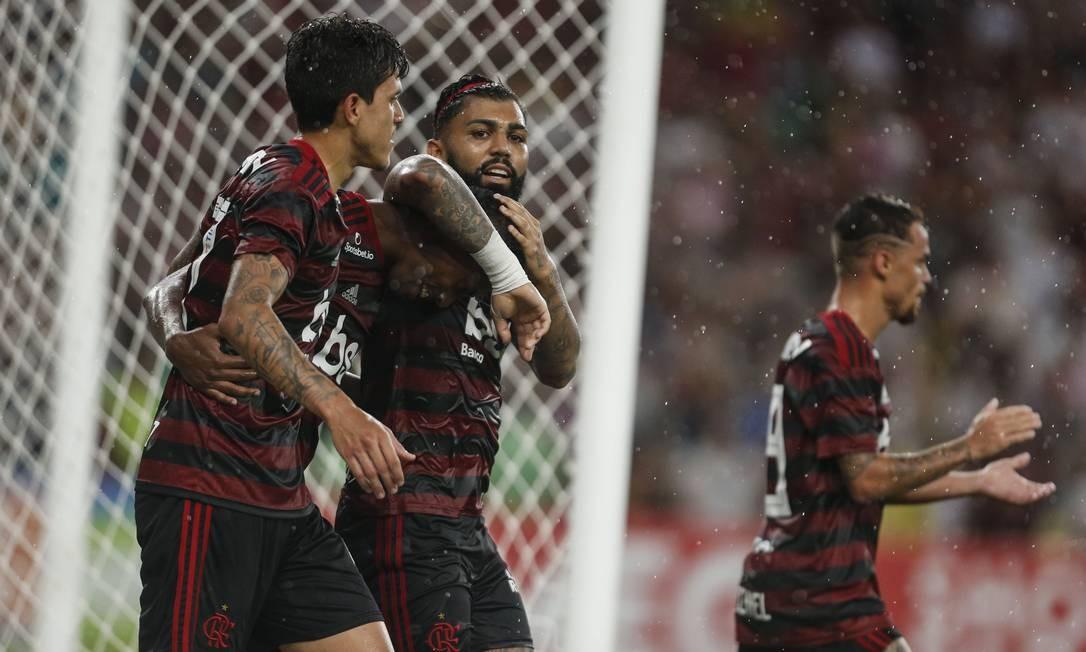 Pedro e Gabigol pelo Flamengo Foto: Guito Moreto / Agência O Globo