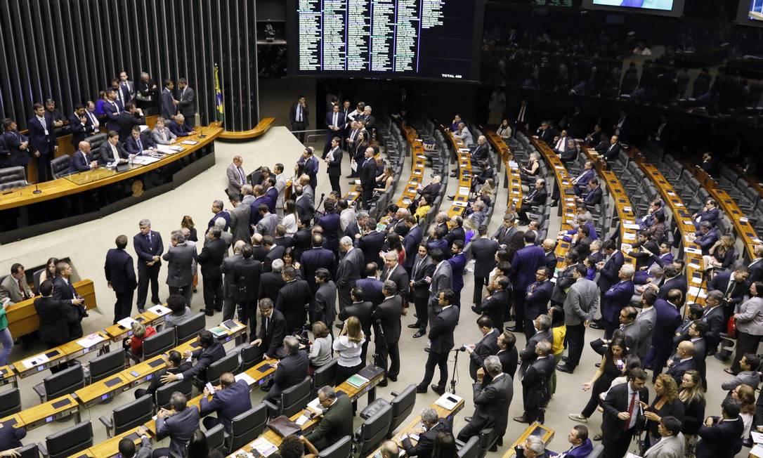 Plenário da Câmara dos Deputados durante sessão em que parlamentares votaram pelo fim do afastamento do deputado Wilson Santiago Foto: Divulgação