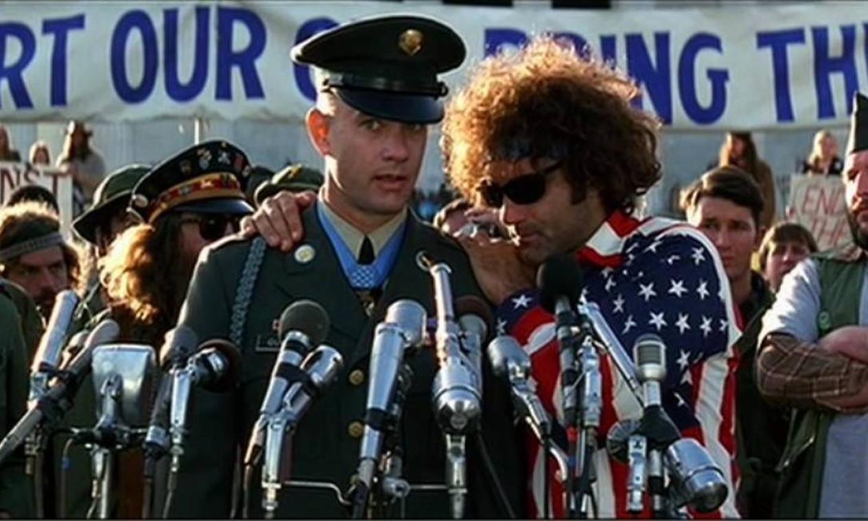 """""""Forrest Gump"""" (1994): O filme em que quarenta anos da história dos EUA são vistos pelos olhos do rapaz Forrest (Tom Hanks) levou seis prêmios — entre as 13 indicações. Pela produção, Hanks faturou o segundo prêmio de Melhor Ator. Foto: Divulgação"""