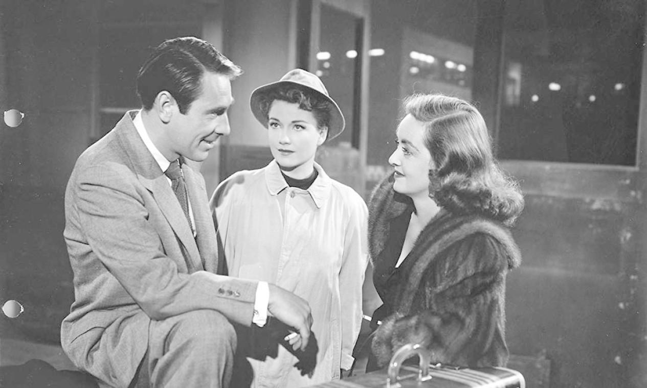 """""""A malvada"""" (1950): O filme conta a história da ambiciosa aspirante a atriz Eve Harrington (Anne Baxter), que foi contratada como secretária pela estrela Margo Channing (Bette Davis) e ascende até o estrelato, sem se importar em atropelar a carreira de Channing e seus relacionamentos pessoais. Só que, durante a noite de entrega do prêmio Sarah Siddons, toda a vida de Eve é revelada. """"A malvada"""" faturou seis das 14 indicações que teve. Foto: Divulgação"""