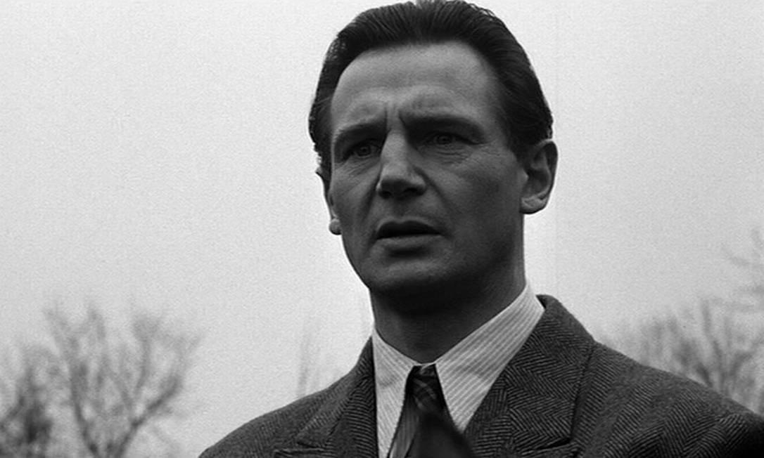 """""""A lista de Schindler"""" (1993): Baseado em uma história real, o filme conta a história de Oskar Schindler, um poderoso empresário que, apesar de integrar o Partido Nazista, decidiu empregar mais de mil judeus em sua fábrica para impedir que eles fossem mortos pelo regime. Dirigido por Steven Spielberg, ganhou sete das 12 indicações ao Oscar. Foto: Divulgação"""