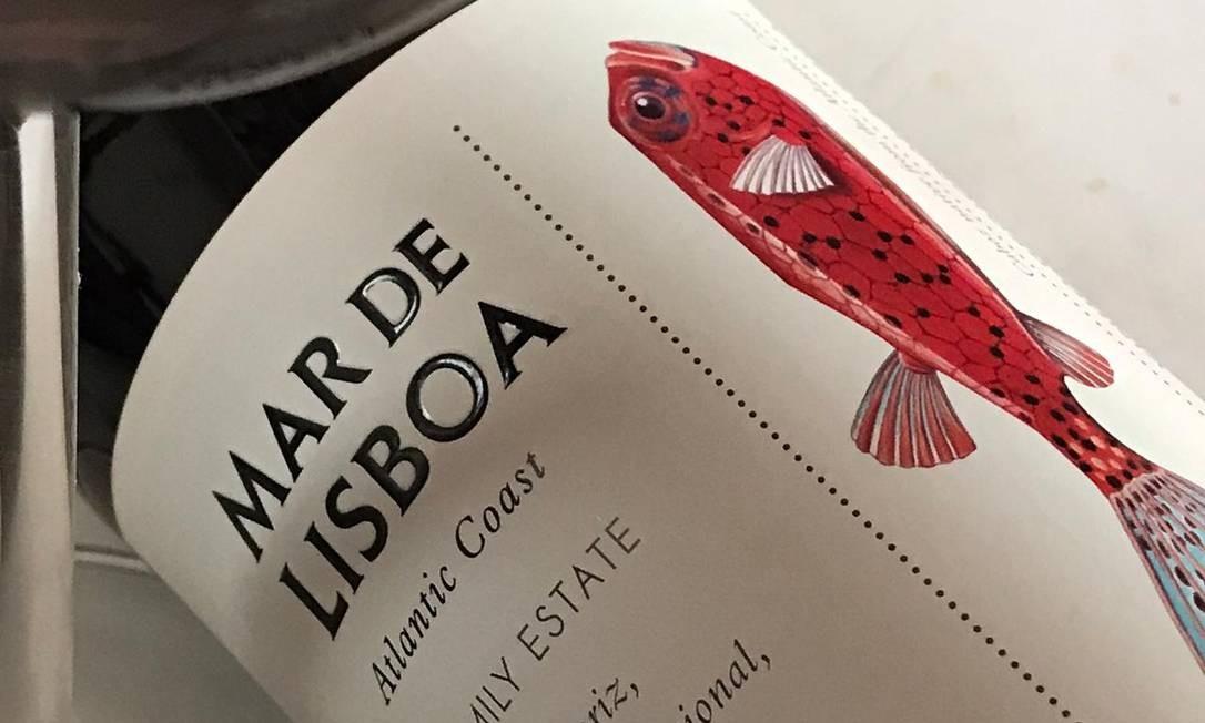 O mar, o peixe e o rótulo orgulhoso, que mostra a poesia dos ares do Atlântico Foto: Pedro Mello e Souza