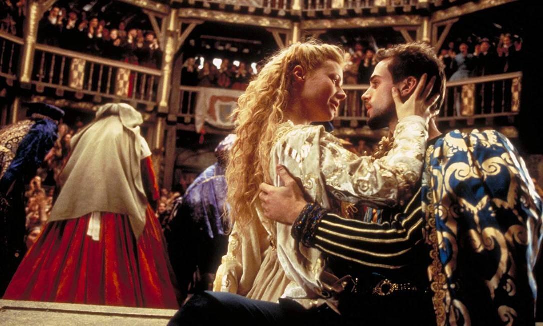 """""""Shakespeare apaixonado"""" (1998): Essa edição, em que o longa venceu sete das 13 nomeações — incluindo Melhor Filme —, foi marcante para os brasileiros. Na categoria de Melhor Atriz, Fernanda Montenegro concorreu pela sua atuação como Dora, em """"Central do Brasil"""". Mas a vencedora foi justamente a protagonista de """"Shakespeare apaixonado"""", Gwyneth Paltrow, que interpretou Viola de Lesseps. Foto: Divulgação"""