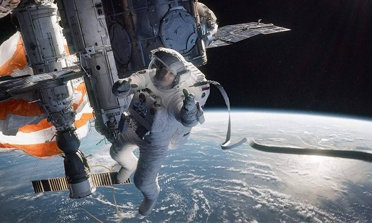 """""""Gravidade"""" (2013): Vencedor de sete prêmios — entre 10 indicações —, o filme conta a história da doutora Ryan Stone (Sandra Bullock) e do astronauta Matt Kowalski (George Clooney) que ficam à deriva no espaço após um acidente e precisam lutar para sobreviver. Foto: Divulgação"""