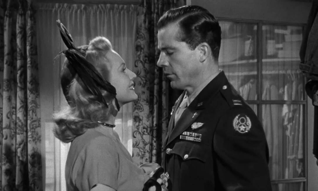 """""""Os melhores anos de nossa vida"""" (1946): Na premiação de 1947, o filme não venceu apenas uma das oito indicações. A produção conta o drama de três homens que retornam para casa após combater na Segunda Guerra Mundial e os desafios deles de conciliar os traumas de guerra, ao mesmo tempo que tentam se readaptar com suas famílias. Foto: Divulgação"""