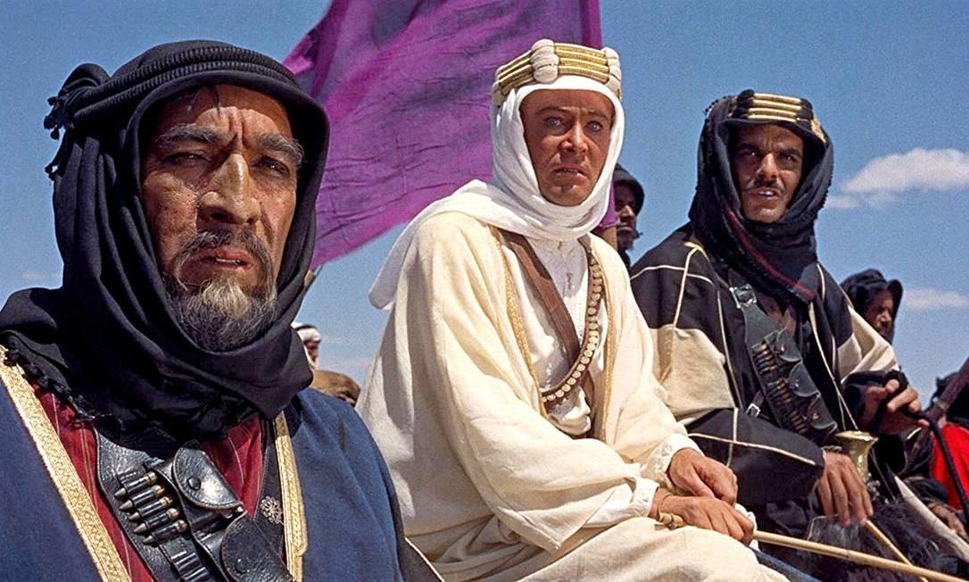 """""""Lawrence da Arábia"""" (1962): Vencedor de sete entre 10 indicações, incluindo Melhor Filme e Melhor Diretor, o longa conta a história do oficial britânico Lawrence que, insatisfeito em colorir mapas, embarca em uma missão como observador na atual Arábia Saudita e acaba colaborando de forma decisiva para a união das tribos árabes contra os turcos. Foto: Divulgação"""