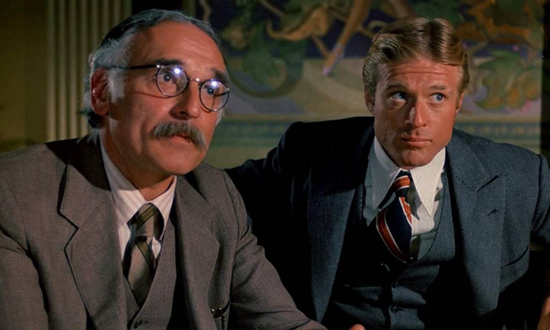 """""""Golpe de mestre"""" (1973): Mais uma vez, Robert Redford aparece nessa lista. Desta vez por um filme em que ele recebeu indicação para Melhor Ator, mas a estatueta foi para Jack Lemmon. No total, a produção teve 10 nomeações e vence sete. Em """"Golpe de mestre"""" a trama gira em torno de dois vigaristas que dão um golpe em um capanga de um chefão mafioso. Por isso, um deles é morto, mas o outro se associa a um antigo companheiro para passar a perna novamente no chefão. Foto: Divulgação"""