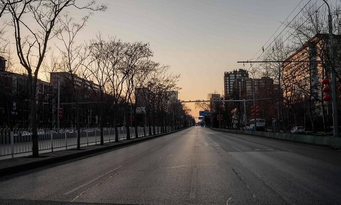 Ruas vazias no centro de Pequim: eventos cancelados devido ao vírus. Foto: NICOLAS ASFOURI / AFP