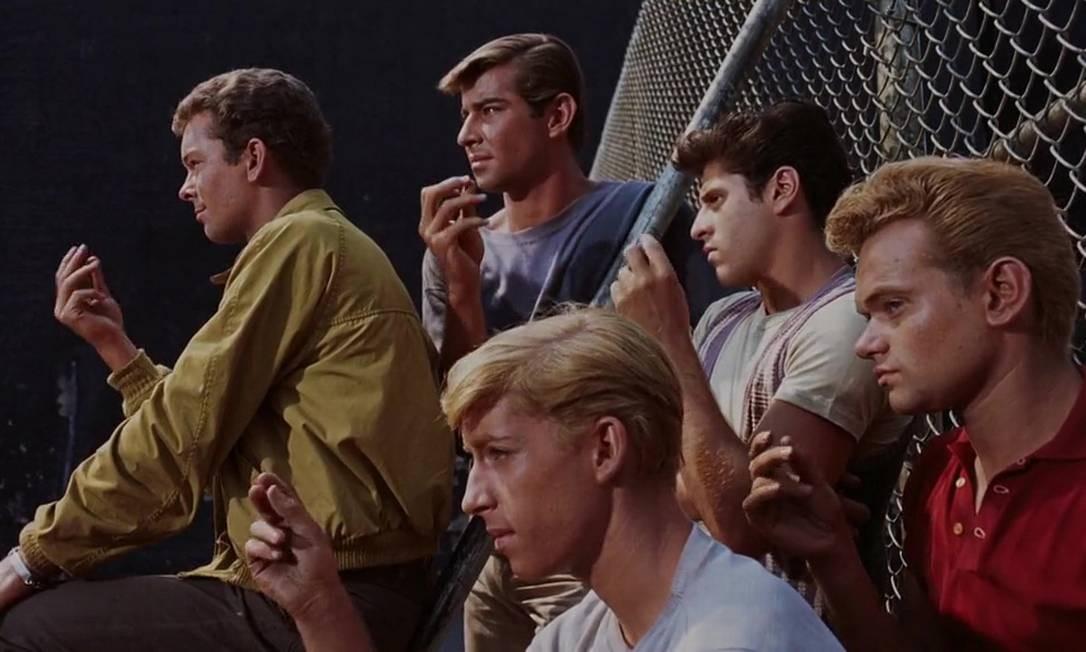 """""""Amor, sublime amor"""" (1961): Primeiro da lista com 10 premiações — de 11 indicações —, incluindo Melhor Filme, essa foi a primeira produção em que o prêmio de Melhor Diretor foi dividido entre dois. Robert Wise, que em 1966 também levou a estatueta por A Noviça Rebelde — o longa ganhou como Melhor Filme —, e Jerome Robbins, que também recebeu o Oscar Honorário, compartilharam a premiação. Foto: Divulgação"""