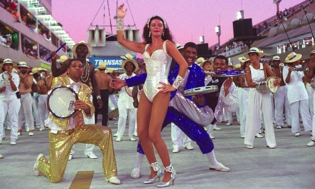 Com uma roupa mais coberta, em 1997, no desfile da Tradição Foto: Marco Antônio Cavalcanti, em 09/02/1997 / Agência O Globo