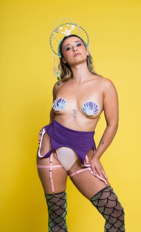 Foliã com um dos tapa-teta da marca Polêmica, em formato de concha Foto: Divulgação