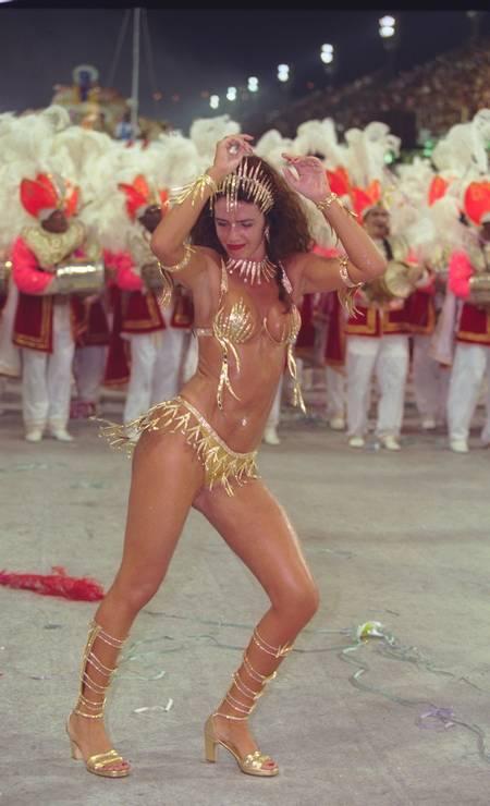 Samba no pé pela Viradouro: rainha de bateria em 2000 Foto: Michel Filho em 06/03/2000 / Agência O Globo