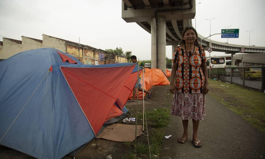 """Luiza Maria Ribeira, 60 anos, matriarca da família acampada no Rio, relata condições de vida """"insustentáveis"""" na Venezuela Foto: Gabriel Monteiro / Agência O Globo"""