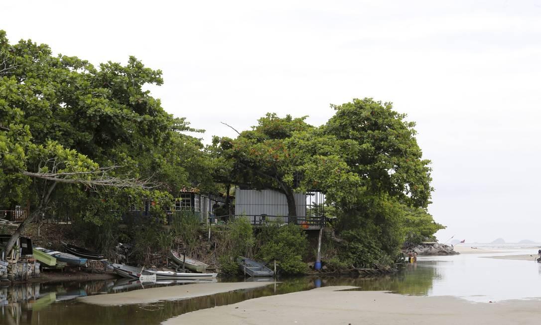 Restaurante foi construído ilegalmente sob a faixa marginal de proteção da Lagoa de Itaipu Foto: Guilherme Pinto / Agência O Globo