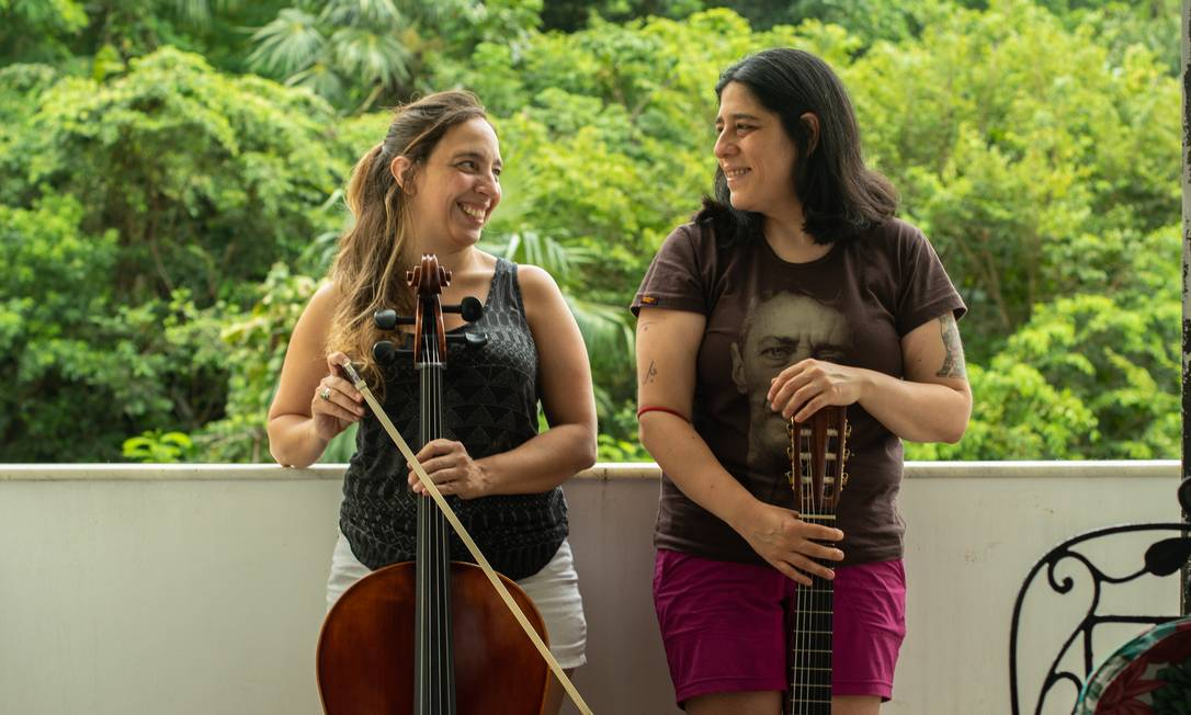 Valeria Tartara, com o violoncelo, e Araceli Matus, com o violão Foto: BRENNO CARVALHO / Agência O Globo