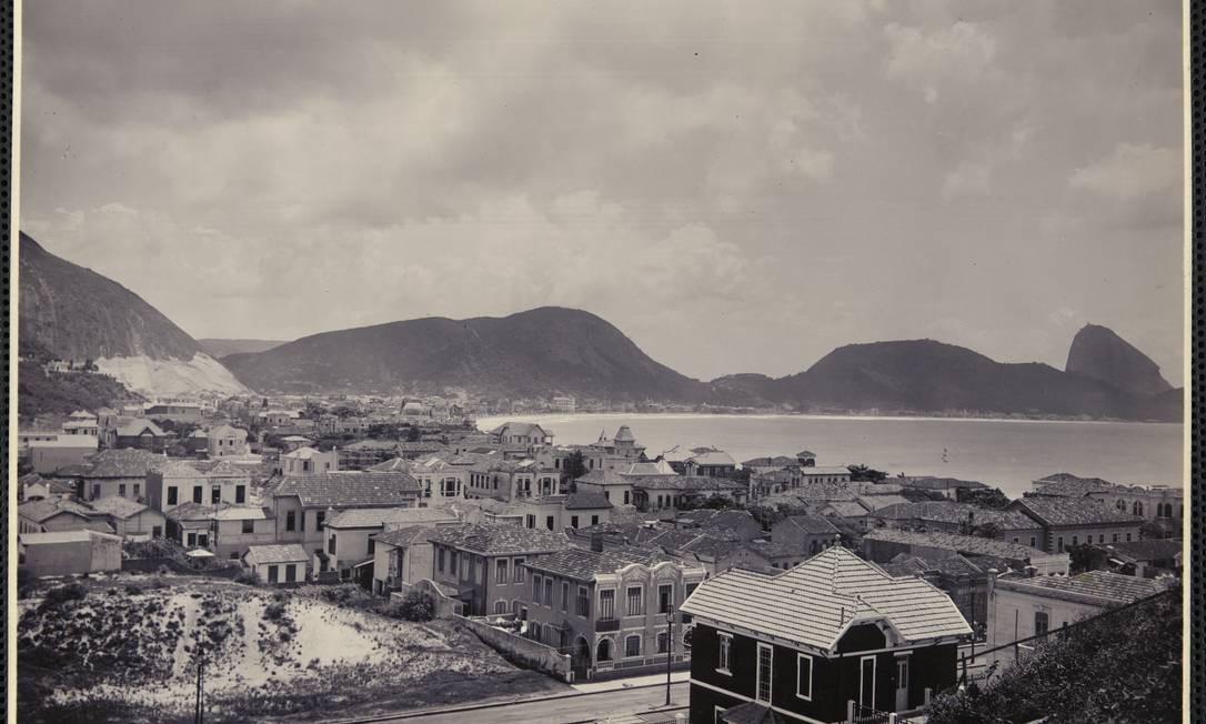 Imagem antiga de Copacabana e Leme. Arquivo Nacional vai lançar calendário com imagens raras do Rio em homenagem ao título de Capital Mundial da Arquitetura concedido à cidade Foto: Arquivo Nacional