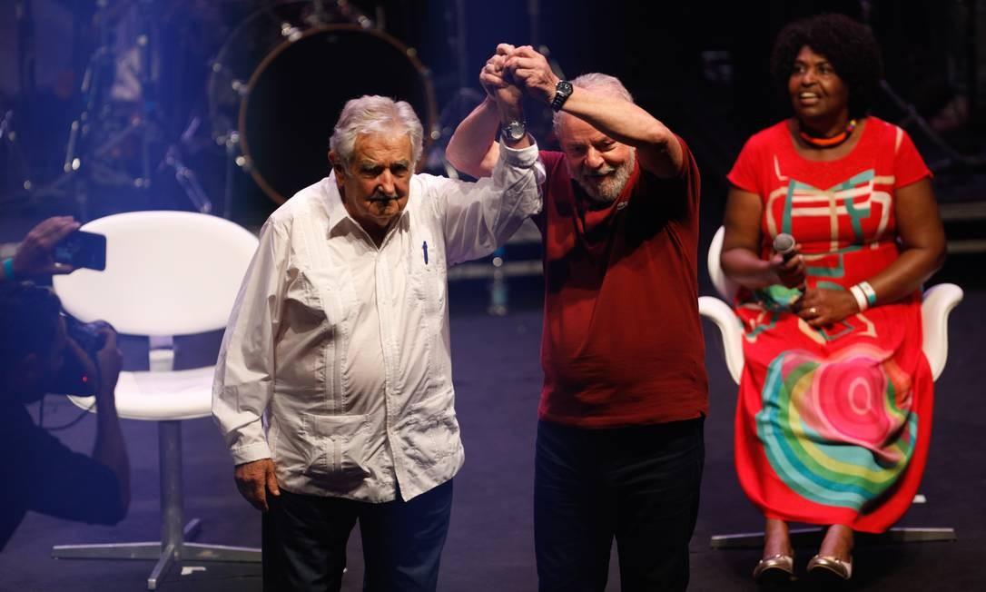Lula discursou em evento de 40 anos do PT no Rio, ao lado do ex-presidente do Uruguai José Mujica Foto: Brenno Carvalho/ Agência O Globo