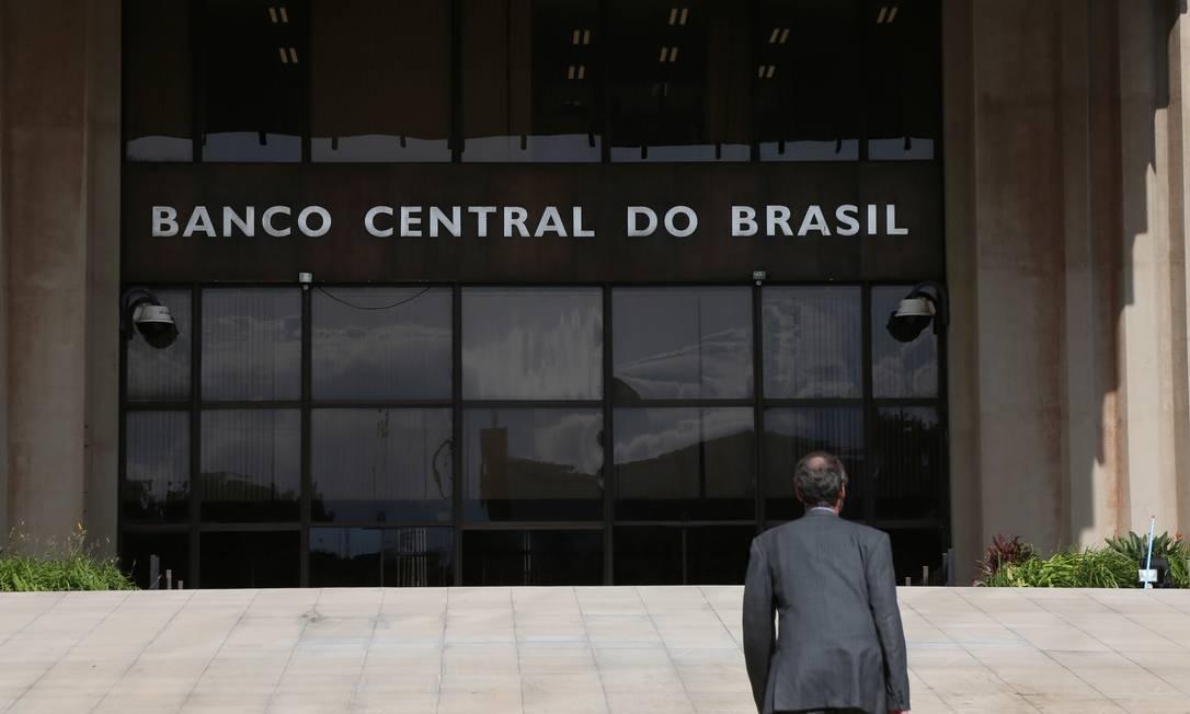 Decisão do Banco Central de cortar a taxa Selic para o mínimo histórico reduz atrativos dos títulos do Tesouro Foto: Michel Filho / Agência O Globo