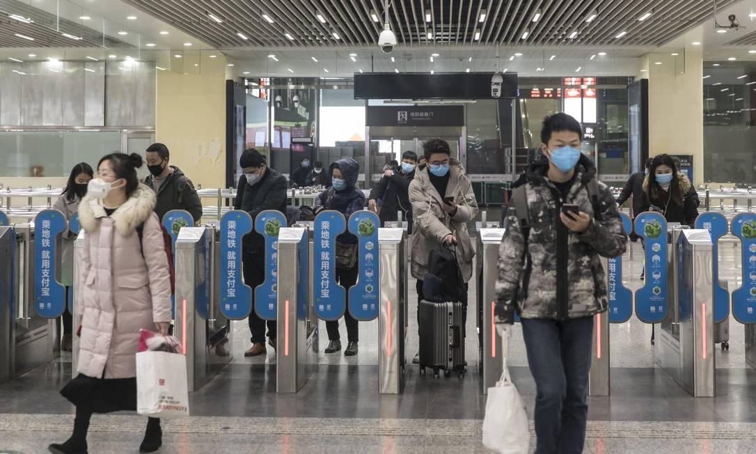 Estação de metrô em Xangai: províncias que representam quase 70% do PIB chinês foram afetadas pelo coronavírus Foto: Qilai Shen / Bloomberg